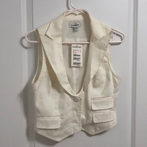 Bebe white vest. Never been worn. size 6